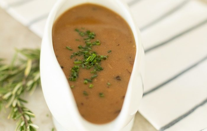 How to Make Turkey Gravy with Drippings